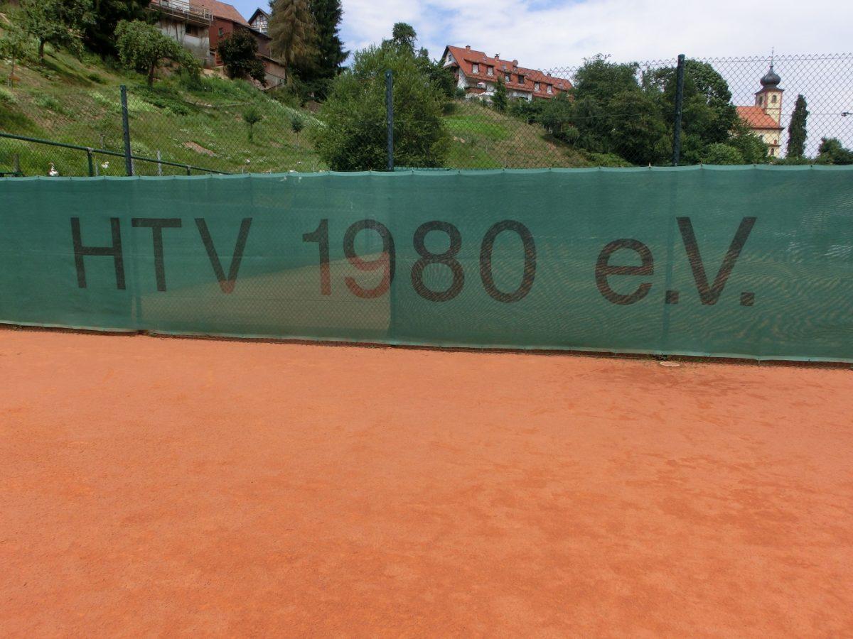 Grüne HTV 1980 e.V.-Sichtblende auf Platz 2